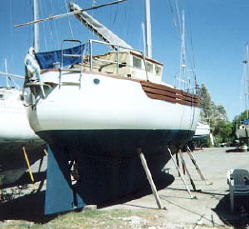 fisher type yacht for sale aft cape vickers motor .jpg (25214 bytes)
